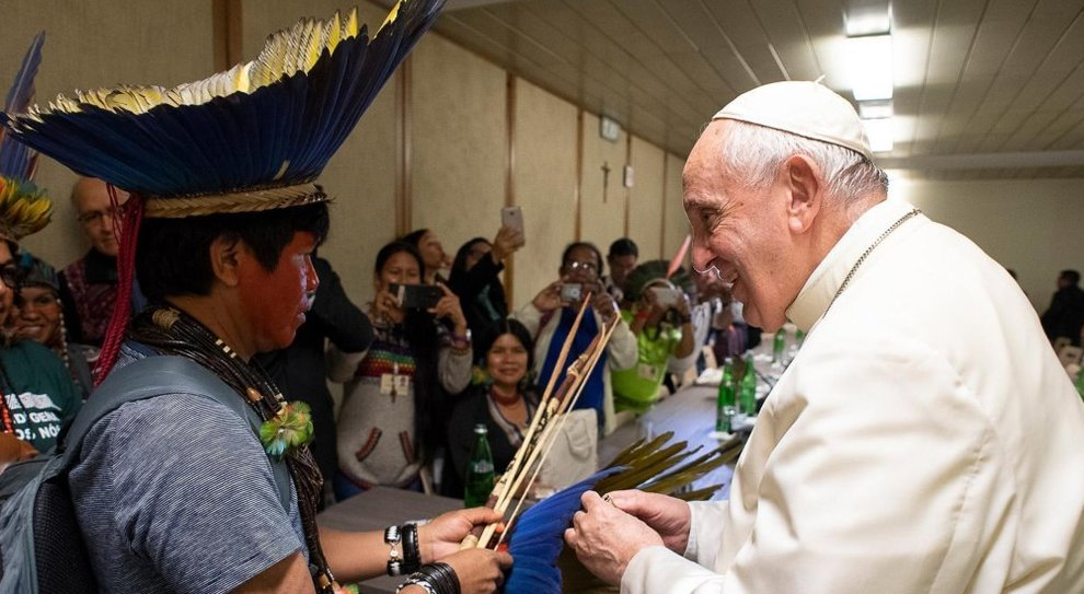 Preti sposati, il divieto del Papa dopo lo scontro con Ratzinger