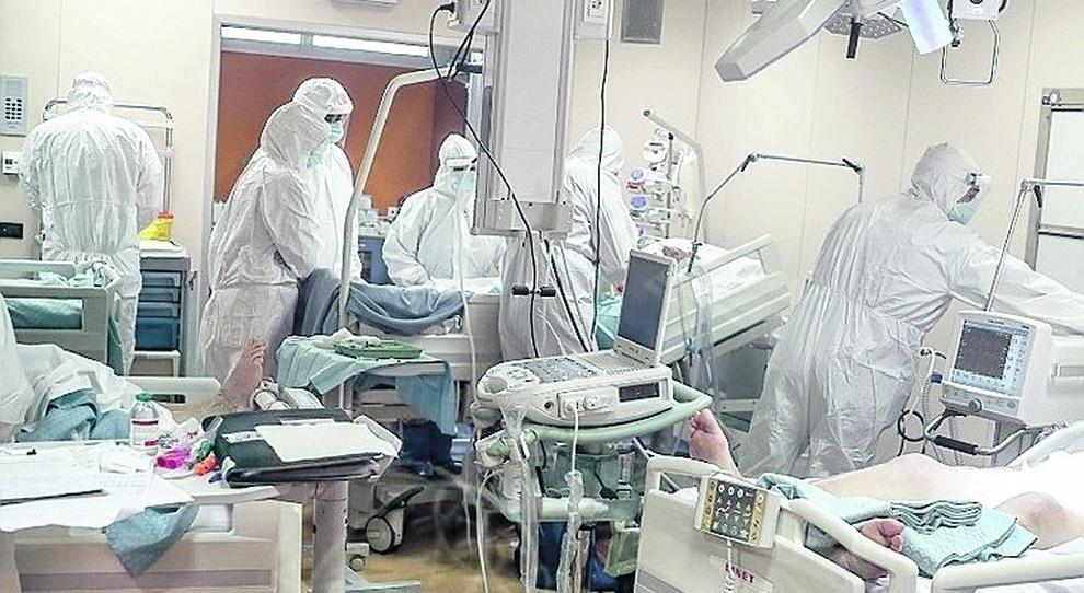 Covid, rapporto ISS: dai primi sintomi al decesso passano 12 giorni. Età media morti è di 80 anni