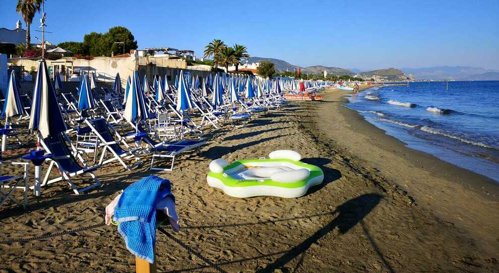 Covid a Terracina, ragazza positiva allo stabilimento: paura in spiaggia e nel residence