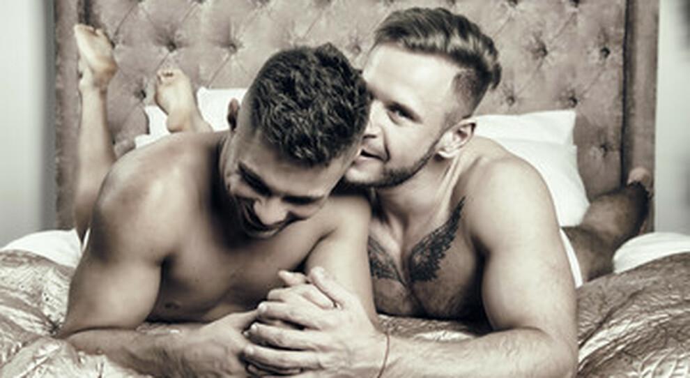 Sesso nei seminari, la vita privata dei futuri preti tra chat e relazioni gay nel libro del sociologo