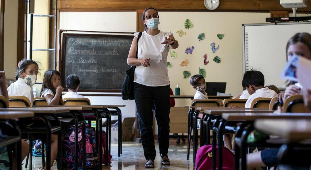 """Covid, contagi in classe a Roma: un caso su 5 tenuto """"nascosto"""" dai genitori"""