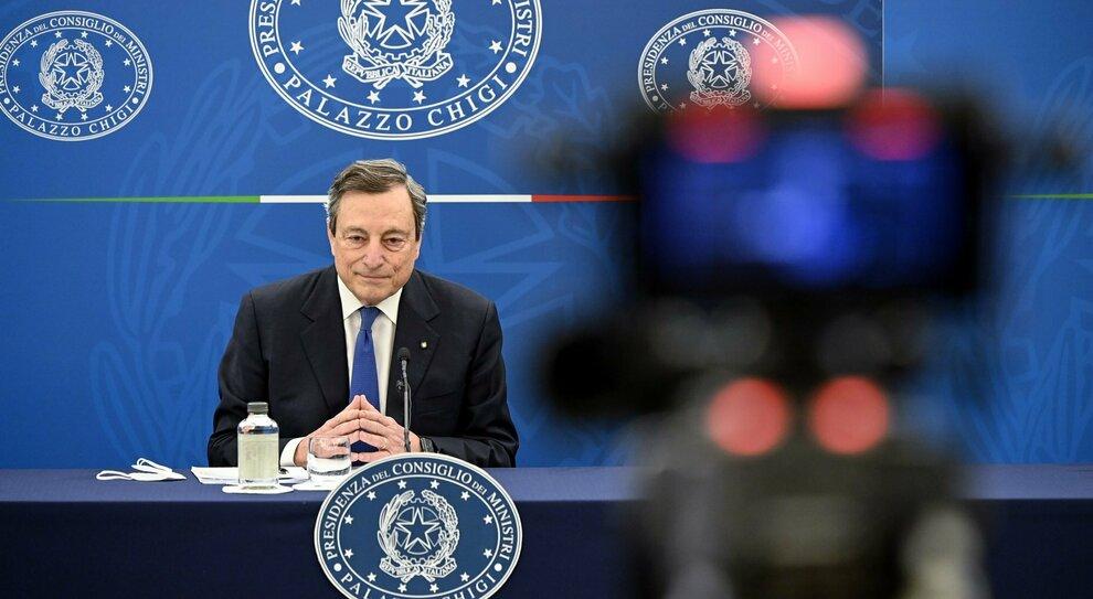 Mario Draghi: «Vaccini, priorità sono anziani: con che coscienza si saltano le liste? Sì a riaperture, ma non ho una data»