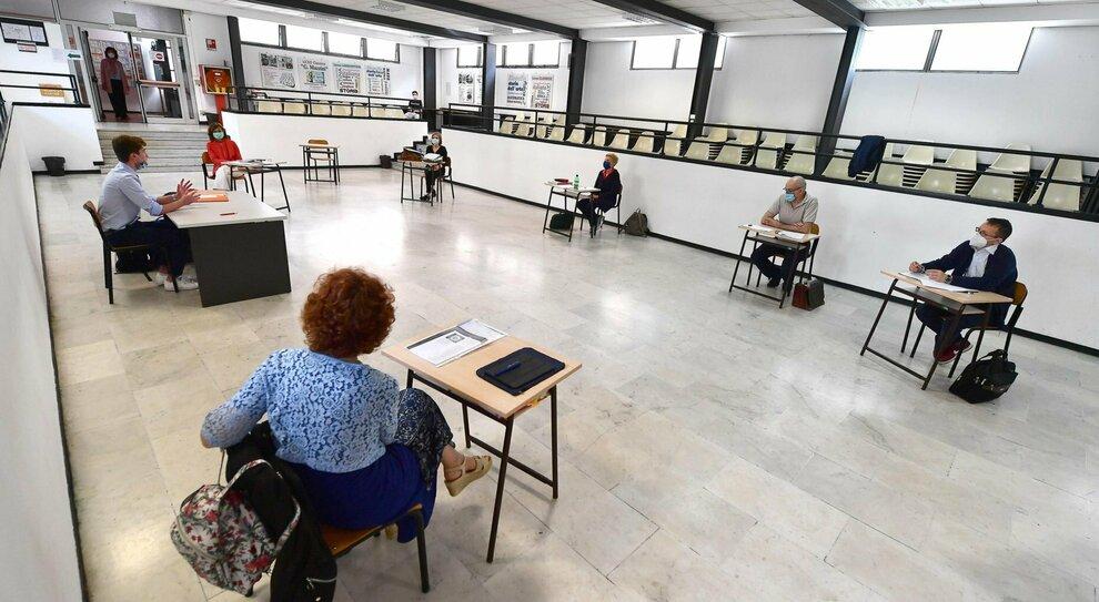 Virus Umbria, contagi alle stelle: scuole superiori in lockdown dal 3 novembre