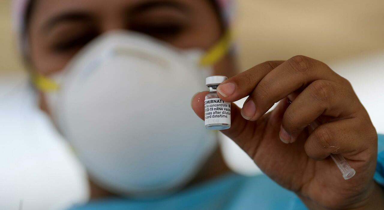 Variante Delta, con il vaccino Pfizer «ridotte del 90% le conseguenze gravi»