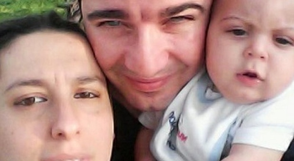 Bambino Otto Mesi.Bimba Morta A 8 Mesi Con Lesioni Arrestato Il Padre Indagata La