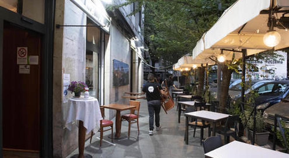 Roma, tavolini semivuoti e uno chef su due non è ripartito