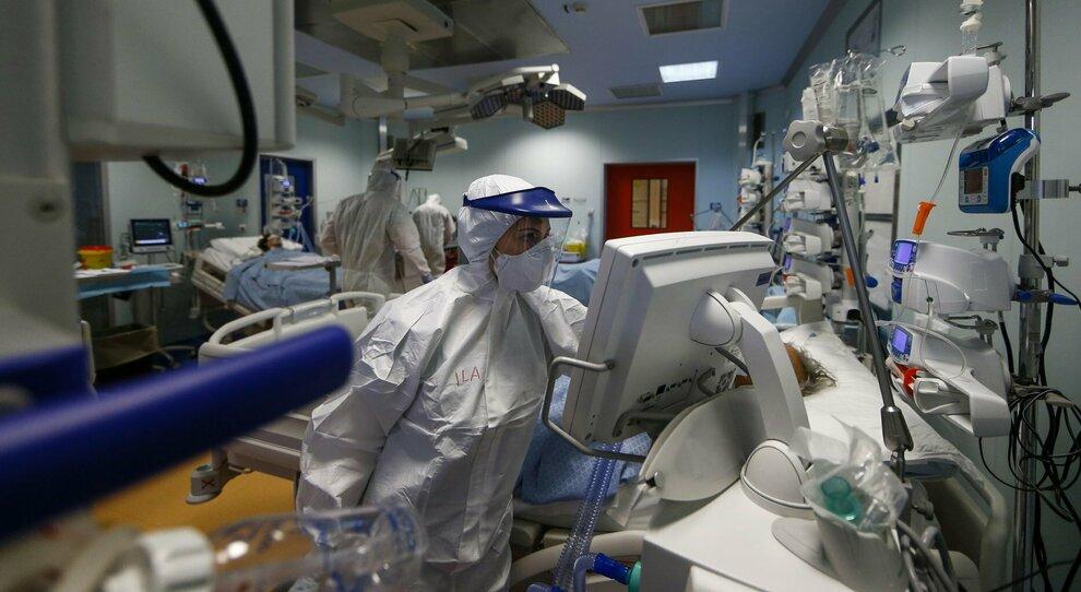 Covid, l'esperto: miocarditi e ostruzioni delle arterie, così il virus infiamma il cuore
