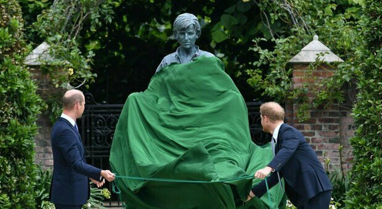 Harry e William insieme per la statua della madre. «Kate regista della reunion »: le rivelazioni del maggiordomo di Diana