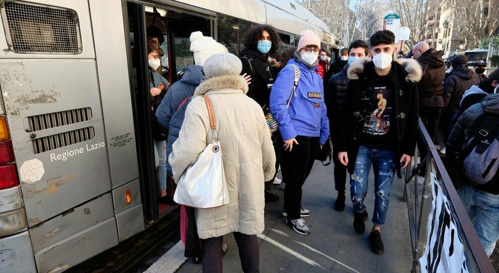 Lazio, docenti e collaborati a scuola con il taxi al via il servizio gratuito della Regione