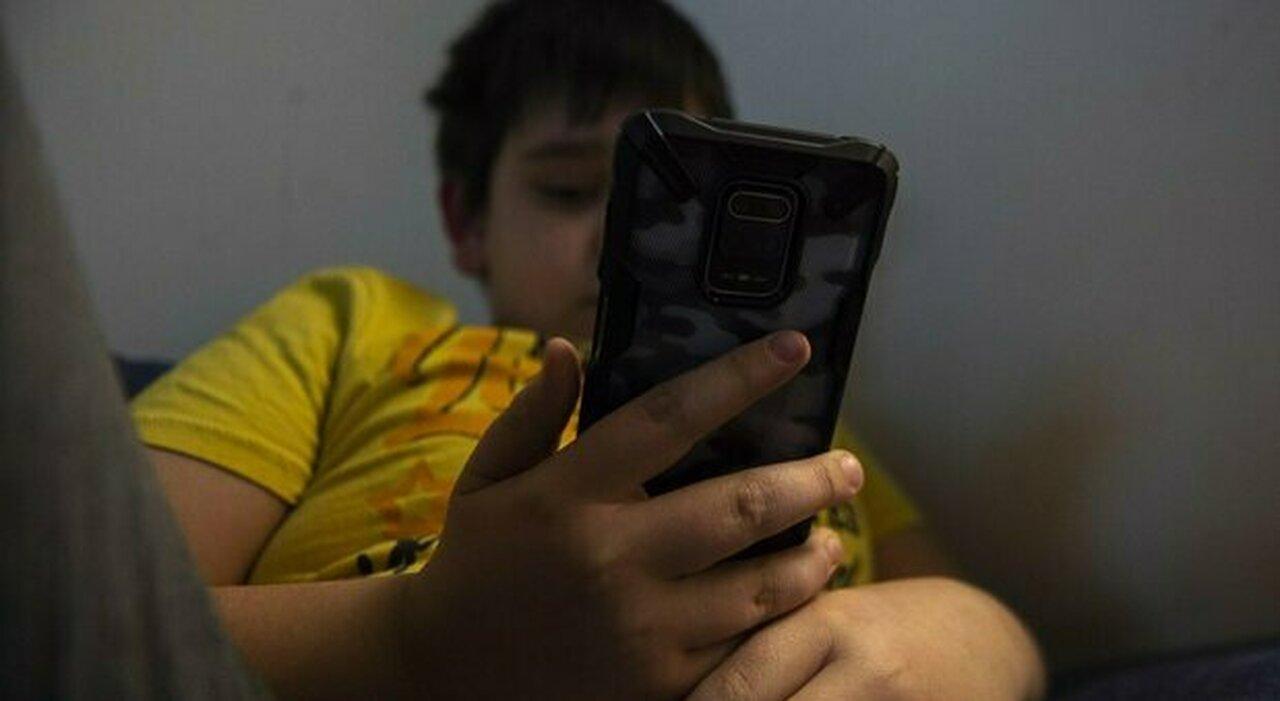 Milano, tre ragazzini si lanciano nel vuoto in poche ore: ipotesi sfida social, aperta un'inchiesta
