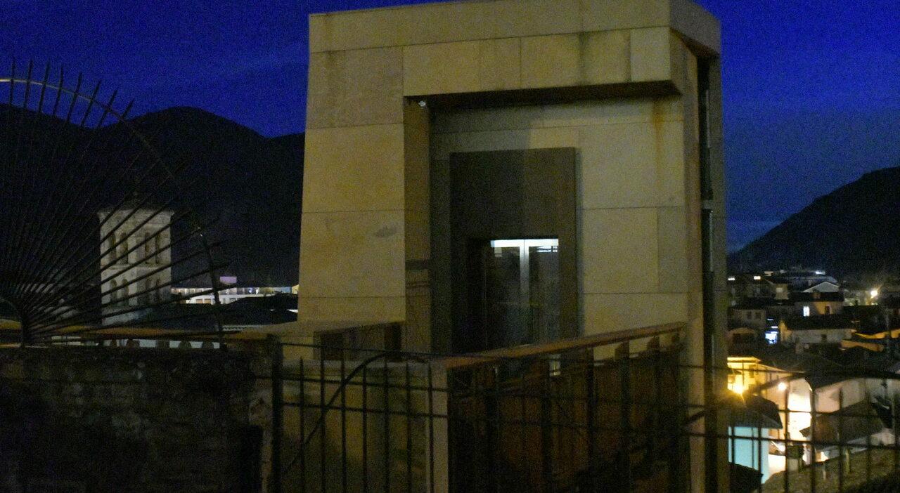 L'ascensore (Archivio)