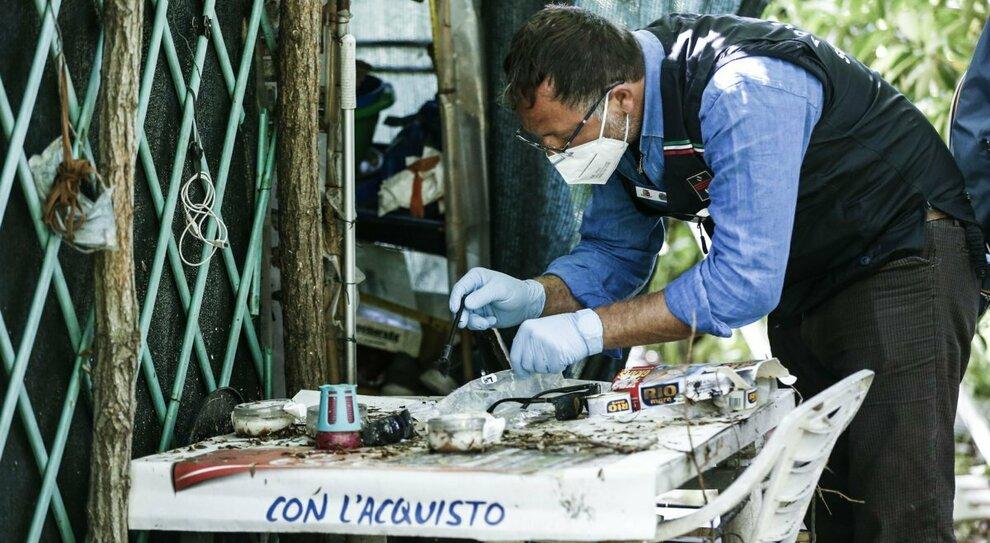 Roma, cuoca stuprata in una scuola al Torrino. Le mamme: «Via le baracche dal parco»