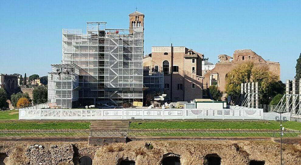 nella foto il cantiere al Tempio di Venere e Roma