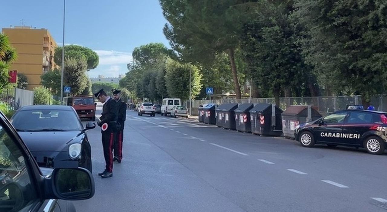 Roma, al Trullo aggredito a calci e pugni: stava fotografando due uomini che scaricavano rifiuti in strada
