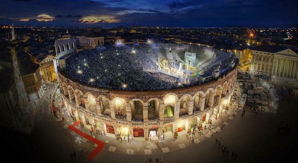 Riaperture cinema, teatri e palestre: pronti i nuovi protocolli