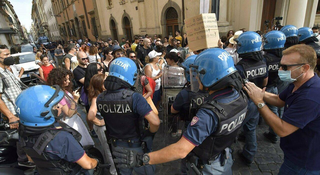 «Ostaggio dei No vax», L'ira dei commercianti di Roma per disagi e incassi persi