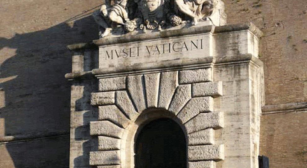 Musei Vaticani, cade un pezzo di travertino dalla volta del Cortile della Pigna: l'umidità e l'annus horribilis