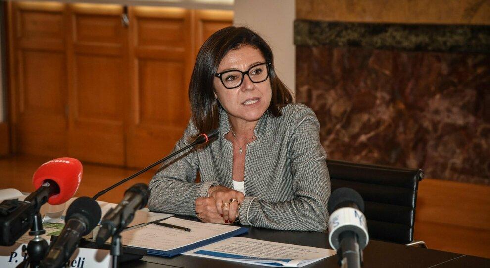 Covid, Paola De Micheli: «Il 7 gennaio si riparte sicuri: più bus e orari scaglionati»