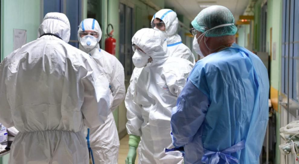 Vaccini, il pasticcio dei medici pensionati: «Aiutare? Ci rimettiamo»