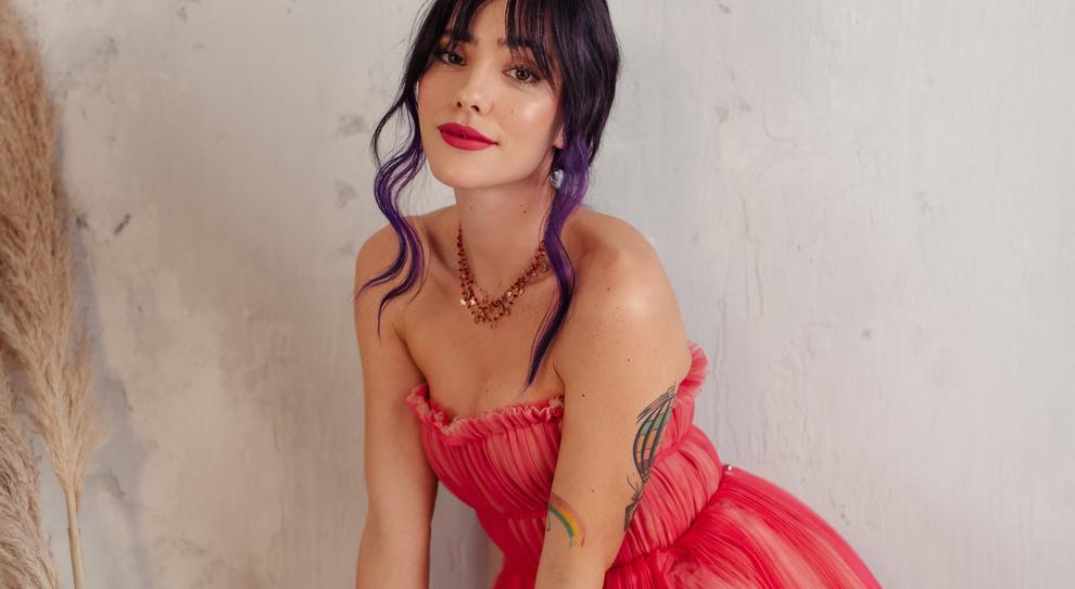 Giulia in rosa e il fascino diventa social Penna, cantante romana e stella di Youtube lancia il nuovo cd con gli amici TikToker