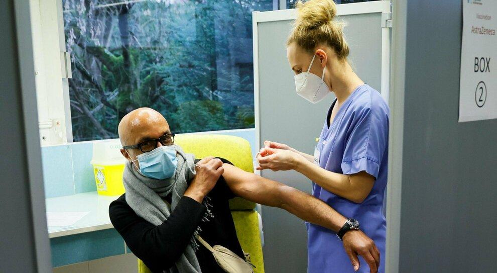 Covid, in quarantena anche i vaccinati: «Rischio infezioni, serve cautela»