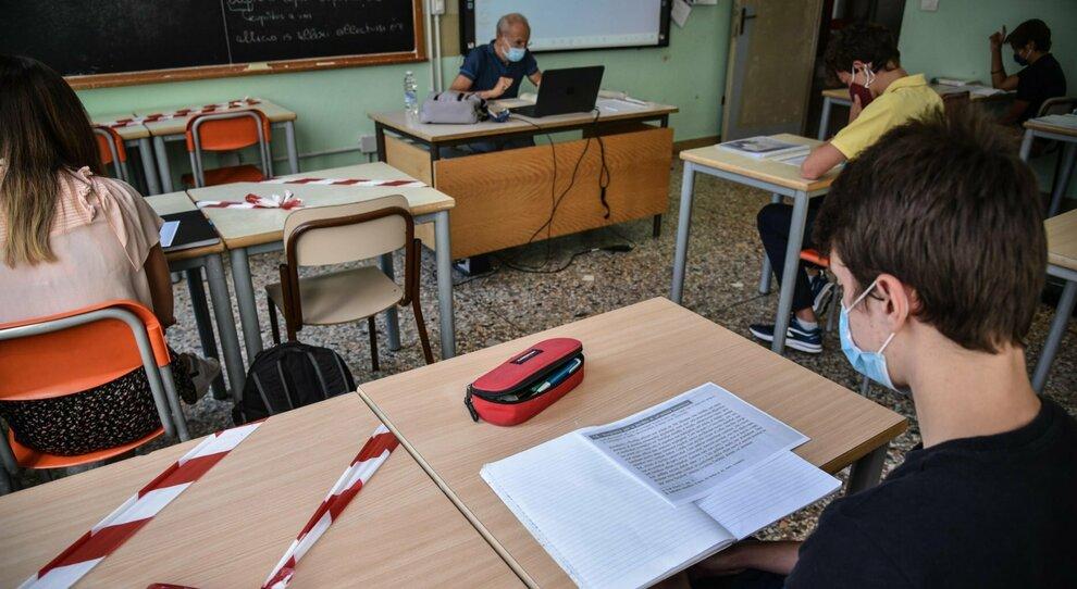La misurazione della temperatura in una scuola di Roma