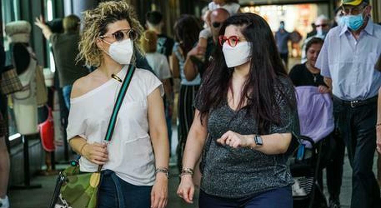 Stati Uniti, via le mascherine all'aperto nei luoghi di attesa. Quando in Italia? Ecco le possibili date