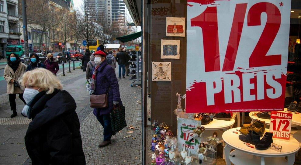 """Lockdown Natale in Europa: Germania e Olanda """"chiuse"""", restrizioni nei principali Paesi"""