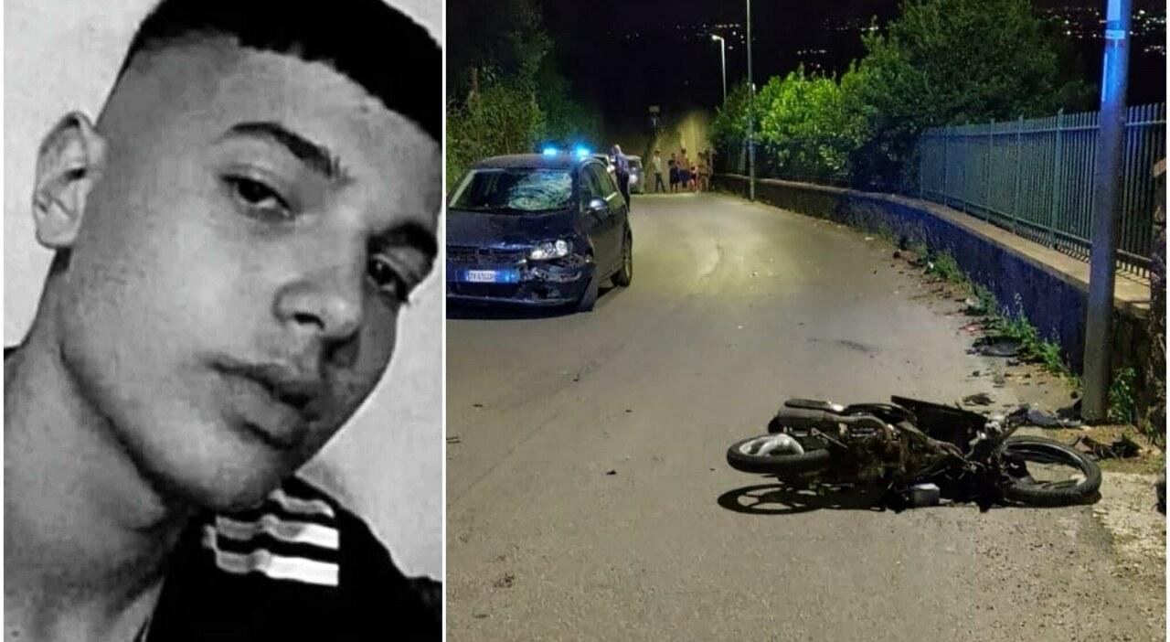 Frontale con lo scooter contro un auto, Davide muore come il cugino: sotto accusa la velocità