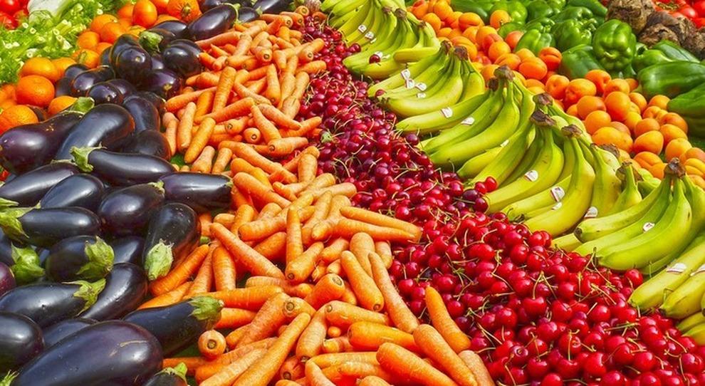 Dieta, il vademecum per difendersi dai mali di stagione (e dal Covid): frutta, verdura e pesce