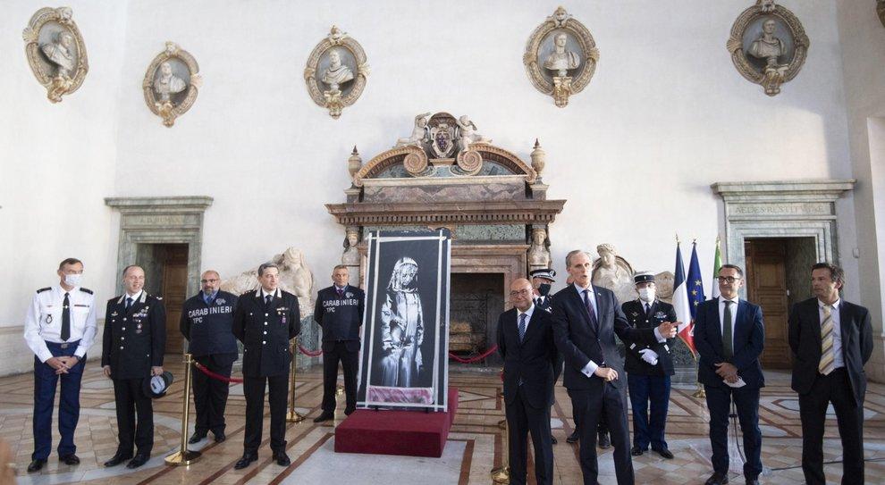 Bataclan, la porta ritrovata in Abruzzo torna alla Francia, Riccardi: «Non siamo rimasti sorpresi dal luogo»
