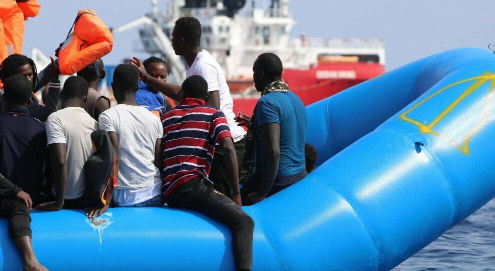 Migranti, su Facebook e Telegram il tour operator per gli sbarchi: tragitti, costi e appuntamenti