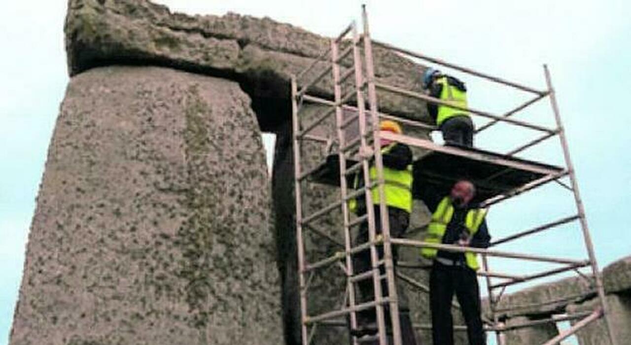 Stonehenge, crepe e rischio crolli: corsa contro il tempo per salvare la storia