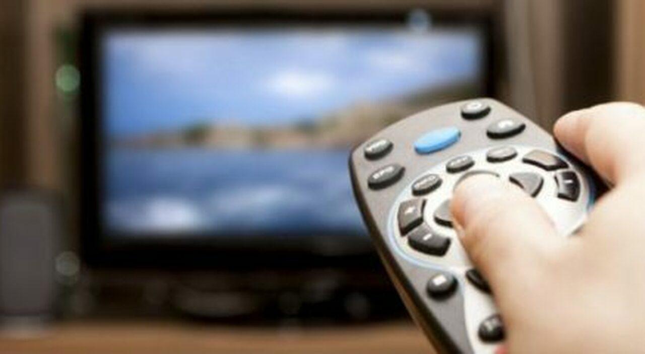 Bonus tv senza Isee (da 100 euro): non più di uno a famiglia, regole in arrivo