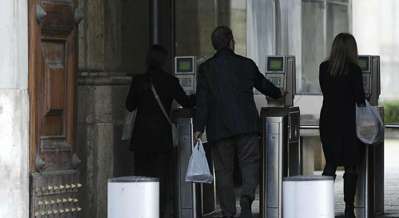 Statali tutti in ufficio: partenza con turni e ingresso flessibile