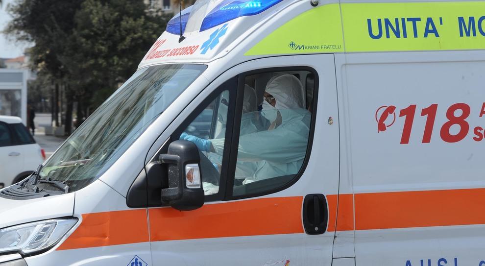 Personale sanitario all'opera per l'emergenza coronavirus