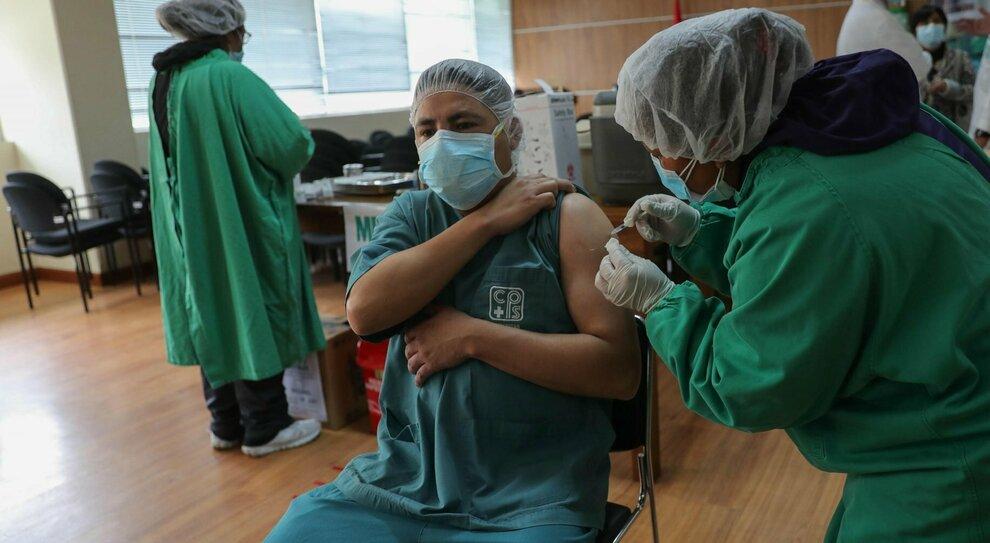 Vaccini, è scontro. «Le dosi non ci bastano». Oggi le Regioni dall'Aifa perché acceleri su Sputnik