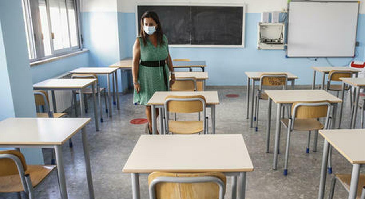 Scuola, «a settembre in classe». Stretta sui docenti no vax