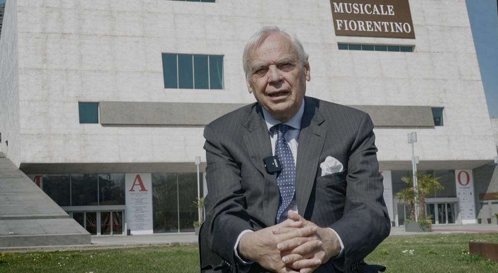 Il sovrintendente Alexander Pereira davanti al teatro del Maggio Musicale Fiorentino
