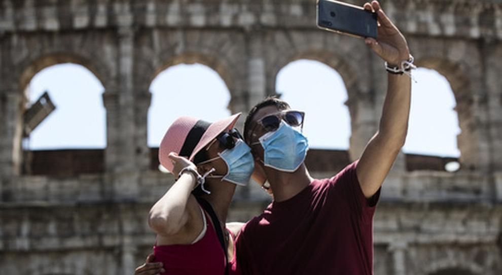 Prenotazioni estate 2021, Francia, Croazia e Grecia hanno il doppio dei contagi dell'Italia