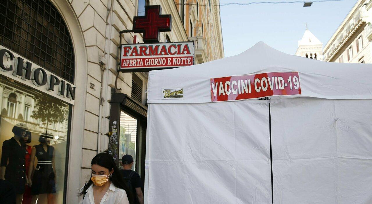 Vaccini Lazio in farmacia, dosi Johnson&Johnson tagliate. «Rischio stop dal 14 giugno»