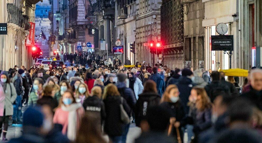 Assembramenti, il fisico Spinella: «Lombardia più a rischio, eccessiva densità di abitanti»