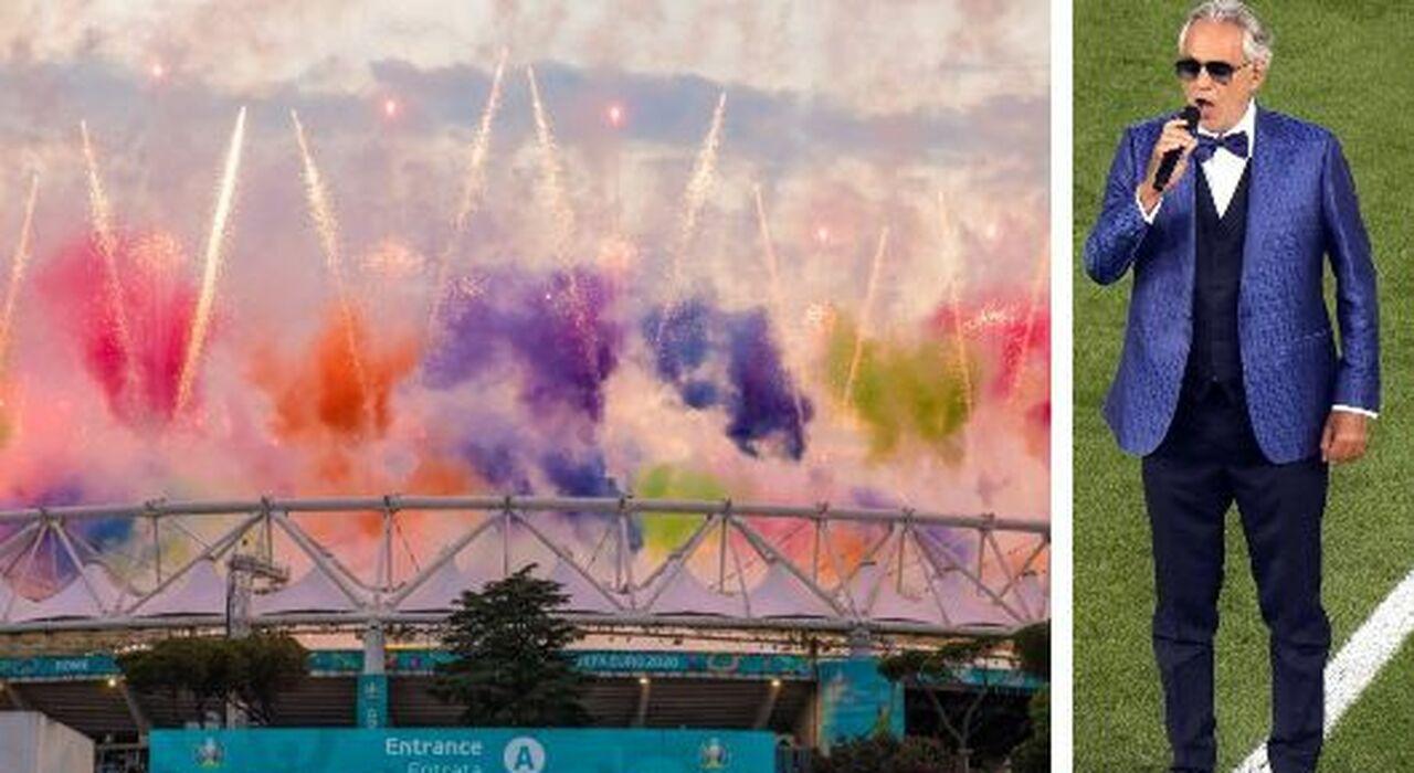 Totti e Bocelli, lo spettacolo a colori dell Olimpico. Poi gol, proteste e cori dagli spalti