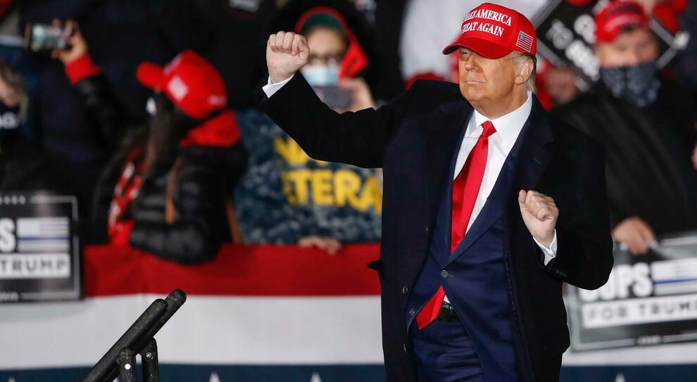 Usa, Donald Trump richiede grande parata militare di addio nel giorno del'insediamento di Biden, ma il pentagono rifiuta