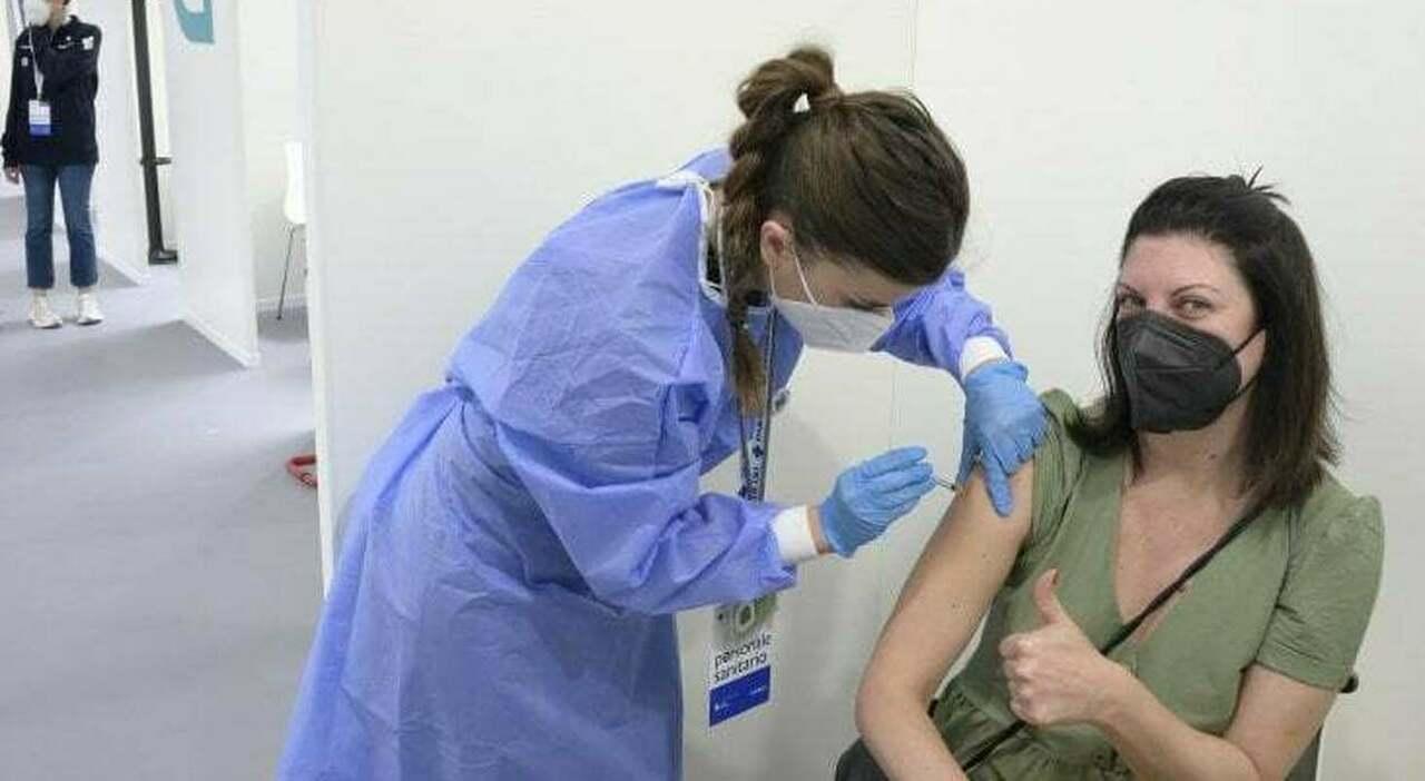 Vaccini Lazio, boom di maturandi e controlli sugli infiltrati . Open week per gli over 30