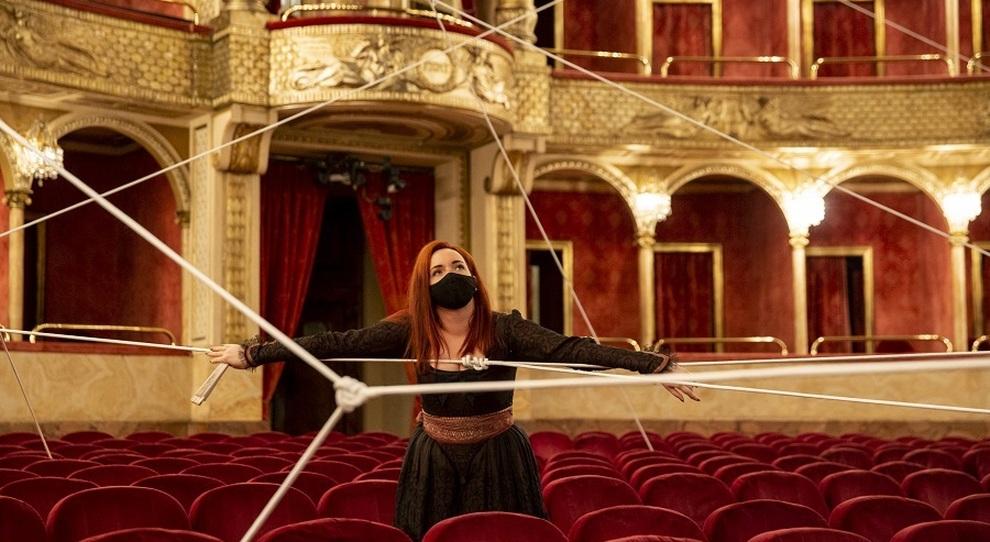 Vasilisa Berzhanskaya è Rosina nel Barbiere di Siviglia cinematografico che inaugura il Teatro dell Opera di Roma