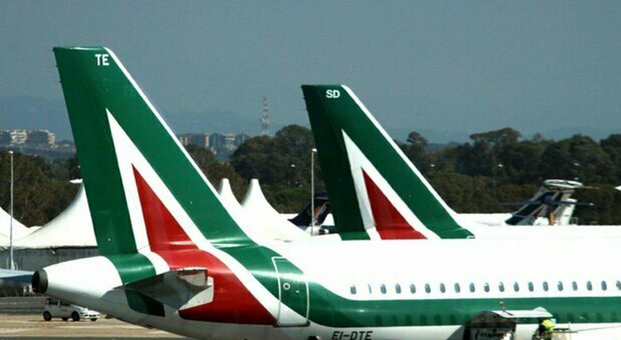 Alitalia, da domani stop ai voli, come accedere al fondo da 100 milioni per il rimborso dei biglietti