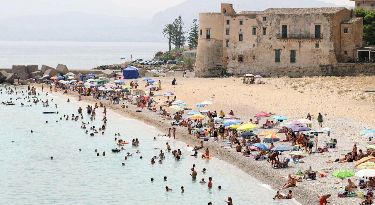 Zona gialla, Sicilia e Sardegna tremano: boom ricoveri e terapie intensive