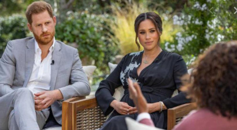 Meghan e Harry a Oprah Winfrey: «Razzismo alla casa reale». I Windsor meditano vendetta