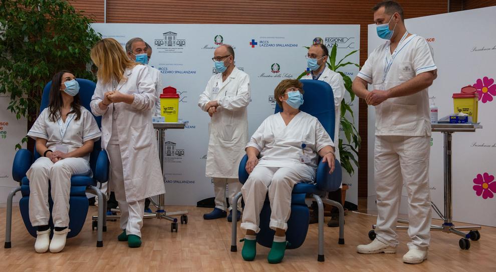 Vaccino Covid al via: i primi tre vaccinati allo Spallanzani. Conte: «Oggi l'Italia si risveglia»
